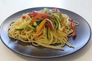 Wok de verduras y tallarines sin gluten